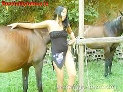 Natasha con el caballo 001